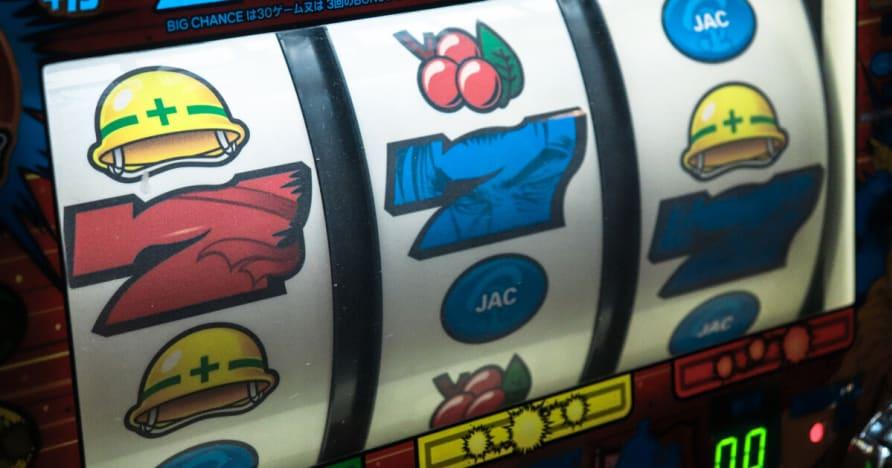 Side Bets on TriLux And Lightning Blackjack